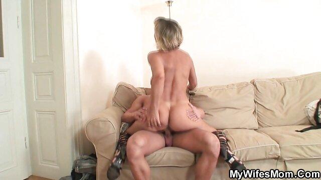 Chica de 19 años porno x el ano se convierte en su esclava sexual