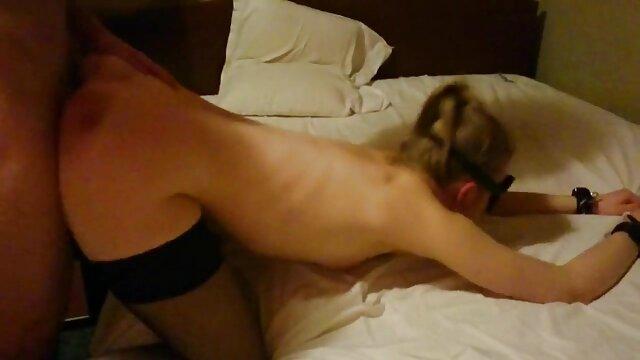 Él recoge a una tetona sexy y mujeres metiendose cosas grandes por el culo le folla el coño gordo
