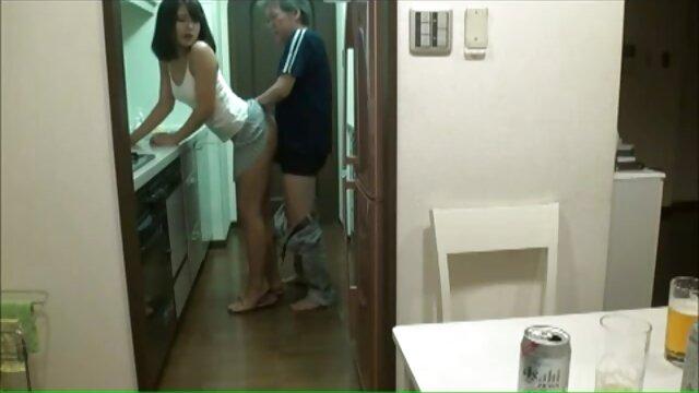 Mujer videos de xxx por el ano se afeita el coño junto a la piscina