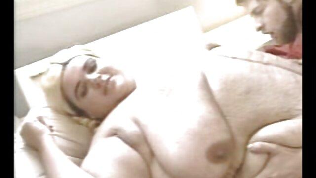 Tetona y viejo sexo casero por el ano pervertido