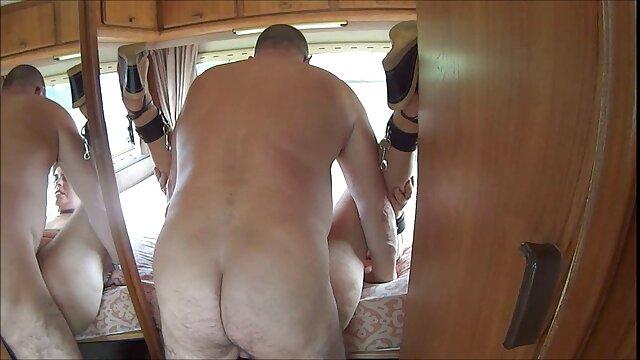Sucia rubia metiendose cosas en el ano escarlata follada anal