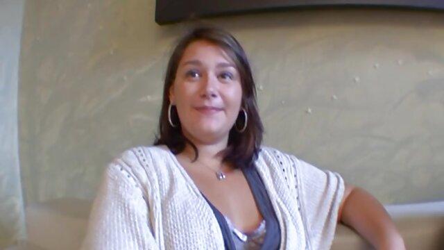 Linda rubia porno por el lano con bonitas tetas grandes adora montar una gran polla dura después de una mamada
