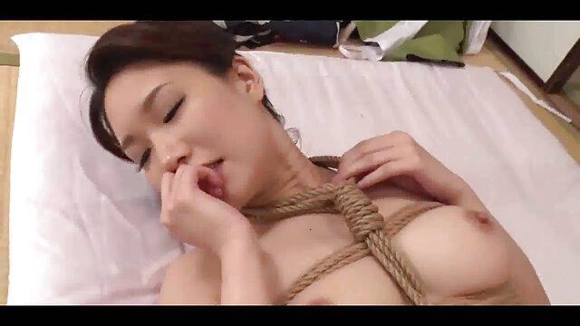 masturbacion con xxx porno por el ano consolador delante de su ventana
