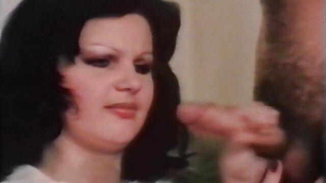 Cuck mira a la esposa del sur xxx x el ano tomar una BBC y limpiar